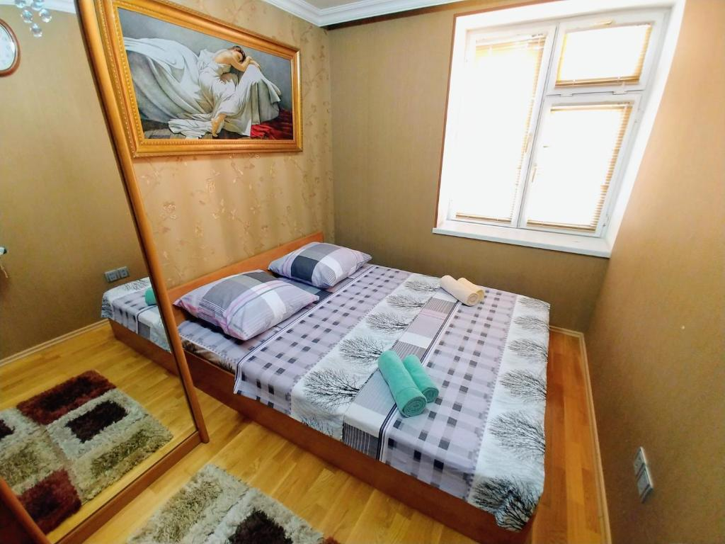 Cama ou camas em um quarto em Apartment on Heydar Aliyev Ave