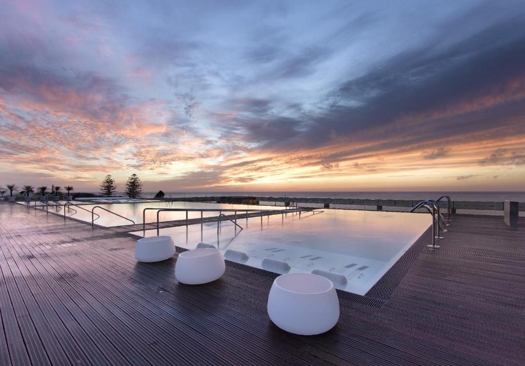 A piscina em ou perto de Parador de Cádiz