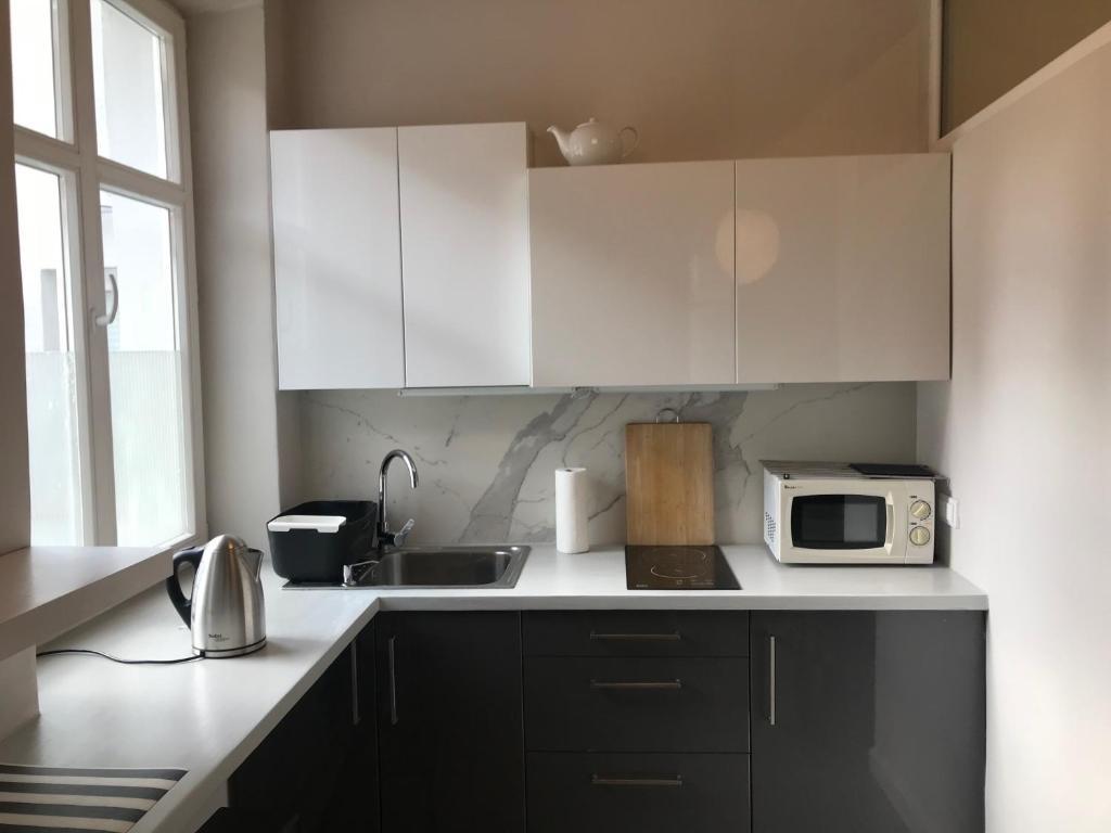 A kitchen or kitchenette at studio white