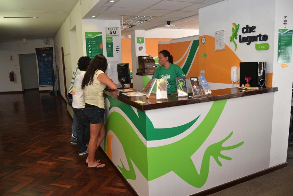 El vestíbulo o zona de recepción de Che Lagarto Hostel Lima