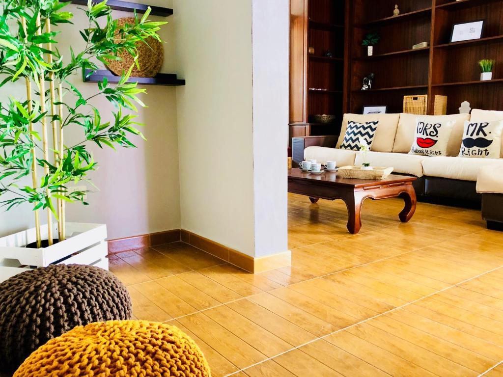 Ein Sitzbereich in der Unterkunft Luxurious Apartment In The Best Town