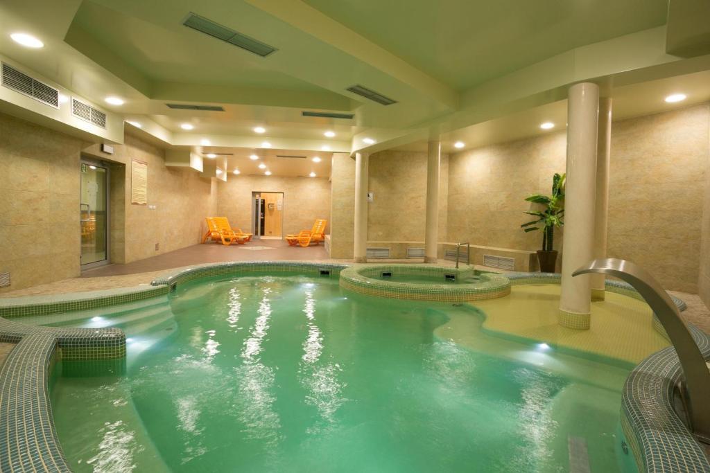 The swimming pool at or close to VIP Apartamenty Gorące Źródła