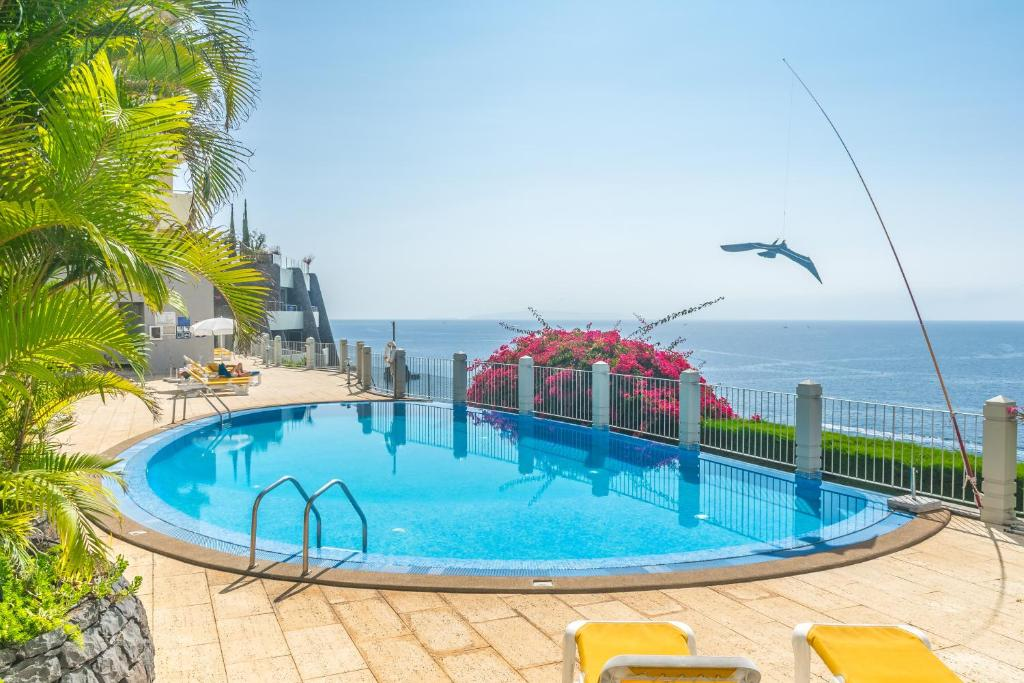 The swimming pool at or close to Arcadas Grand Sea View