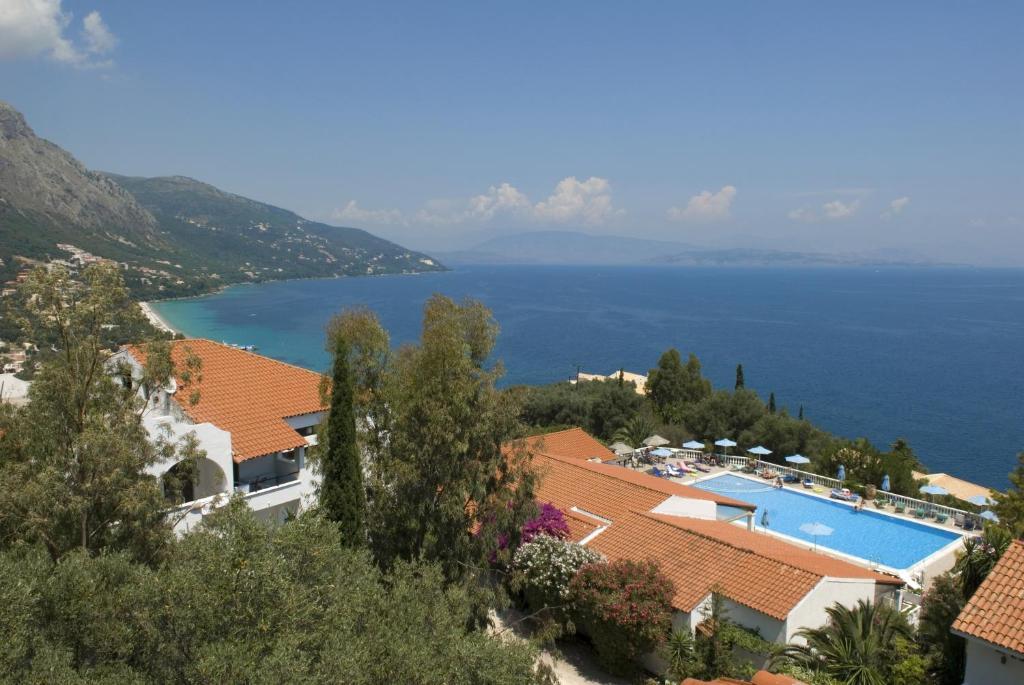 Θέα της πισίνας από το Nautilus Barbati  ή από εκεί κοντά