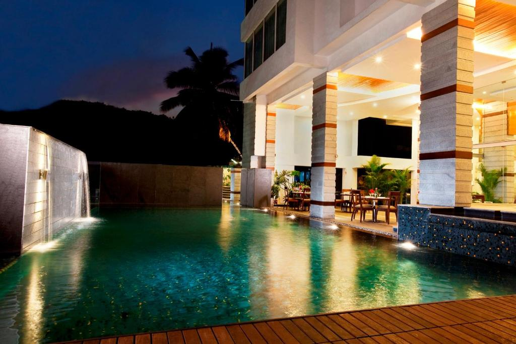 The swimming pool at or near Melange Astris