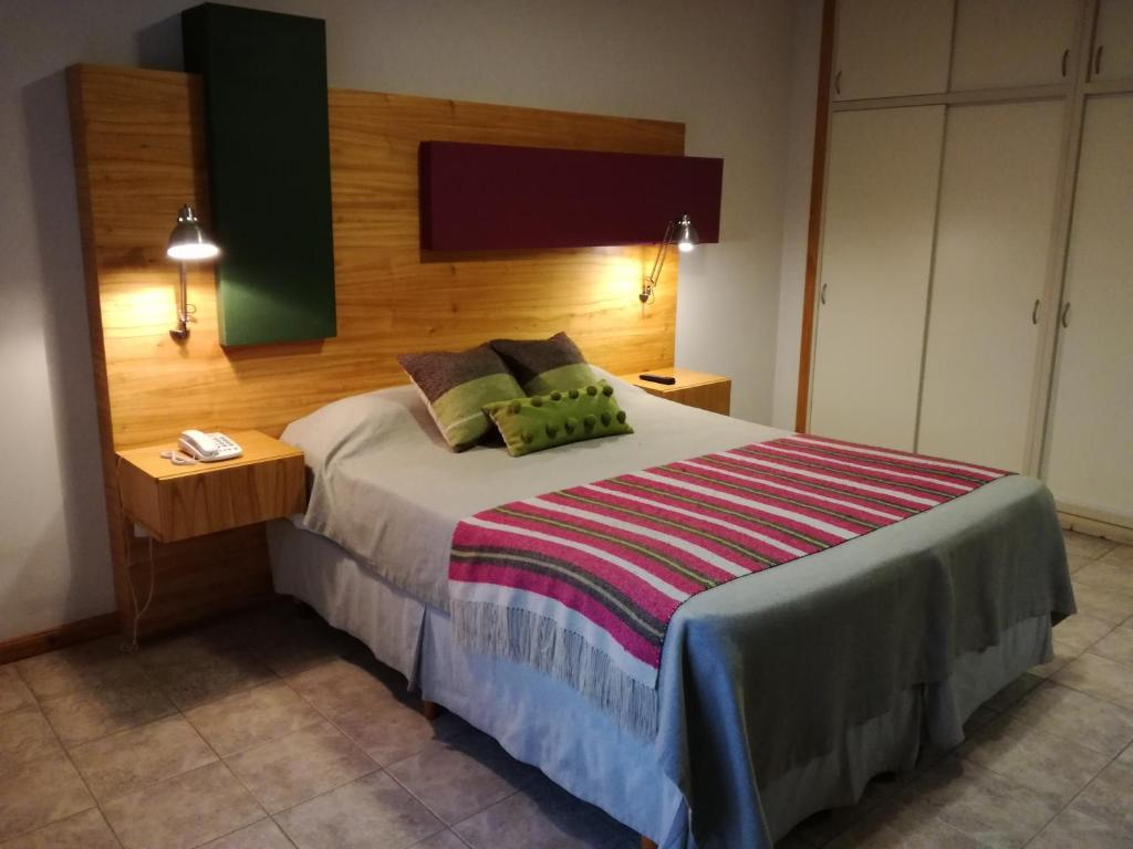 Una cama o camas en una habitación de Hosteria ACA al Sur