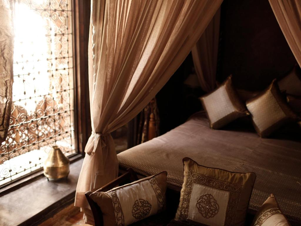 A bed or beds in a room at Riad ILayka