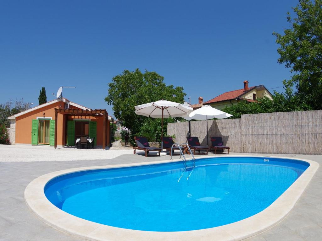 Quaint Holiday Home in Vodnjan with Private Swimming Pool
