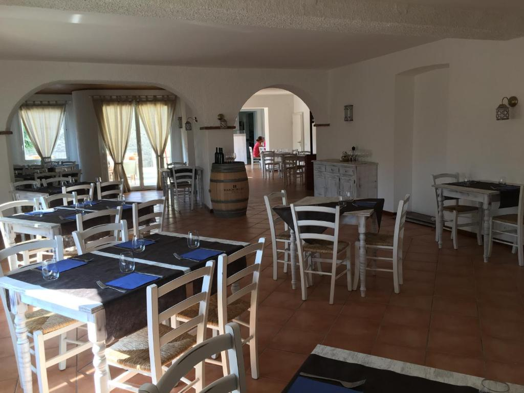 A restaurant or other place to eat at Albergo Ristorante Belcantone