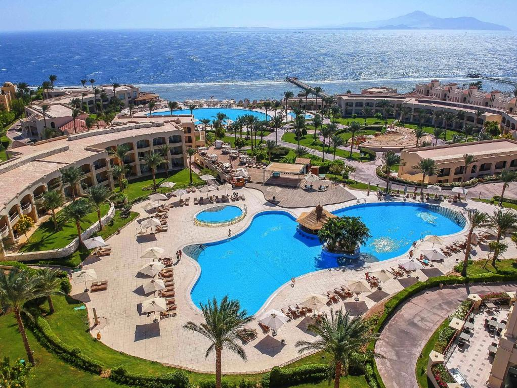 Вид на басейн у Cleopatra Luxury Resort Sharm El Sheikh або поблизу