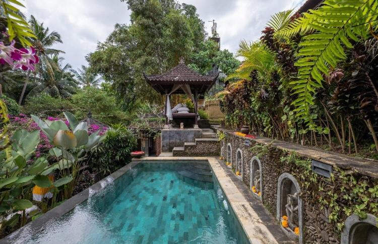 The swimming pool at or close to Rumah Kelinci