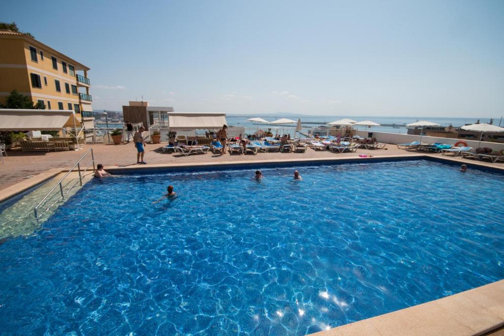 The swimming pool at or near Hotel Amic Horizonte