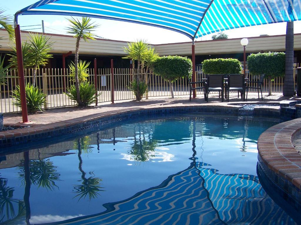 The swimming pool at or near Macintyre Motor Inn