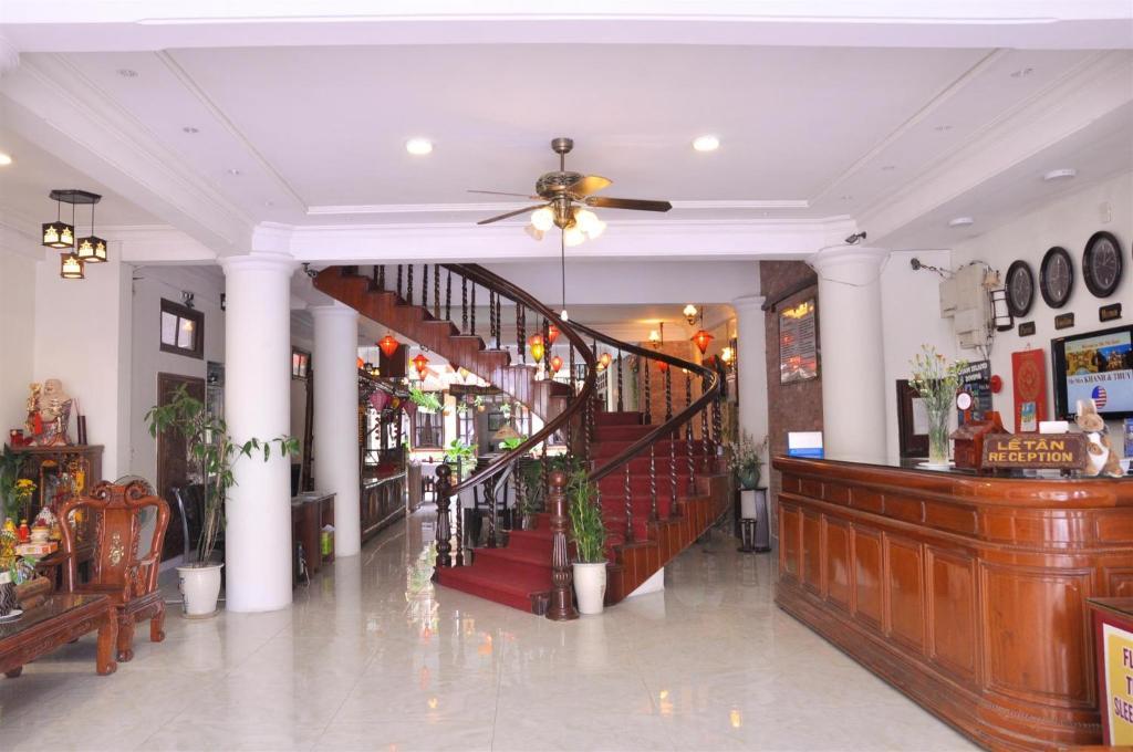 Lobby/Rezeption in der Unterkunft Nhi Nhi Hotel