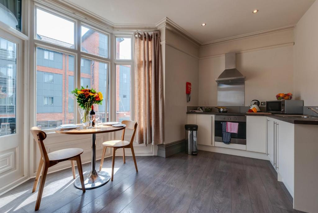 Base Serviced Apartments - City Road - Laterooms