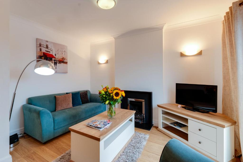 Base Serviced Apartments - The Docks - Laterooms
