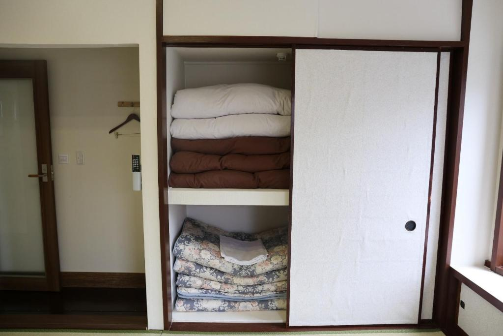 Picture of: Izu 4 Sea Ocean Reinforced Con 6 Tatami Room With Japanese Style Bathro Atami Updated 2020 Prices