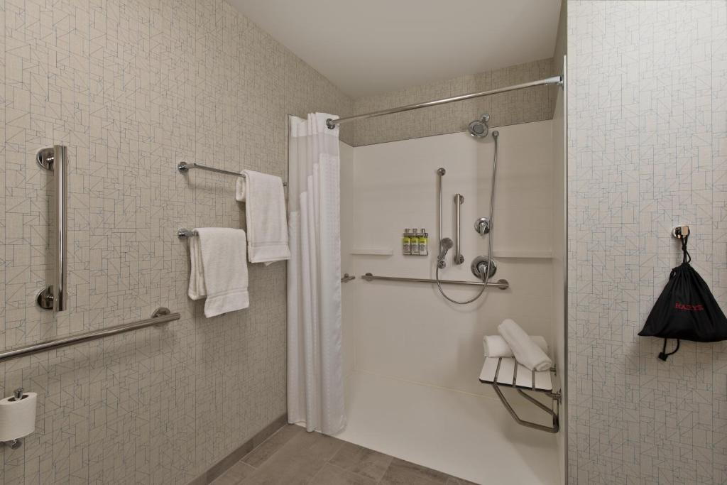 Holiday Inn Express & Suites - Portland Airport - Cascade Stn, OR -  Booking.com