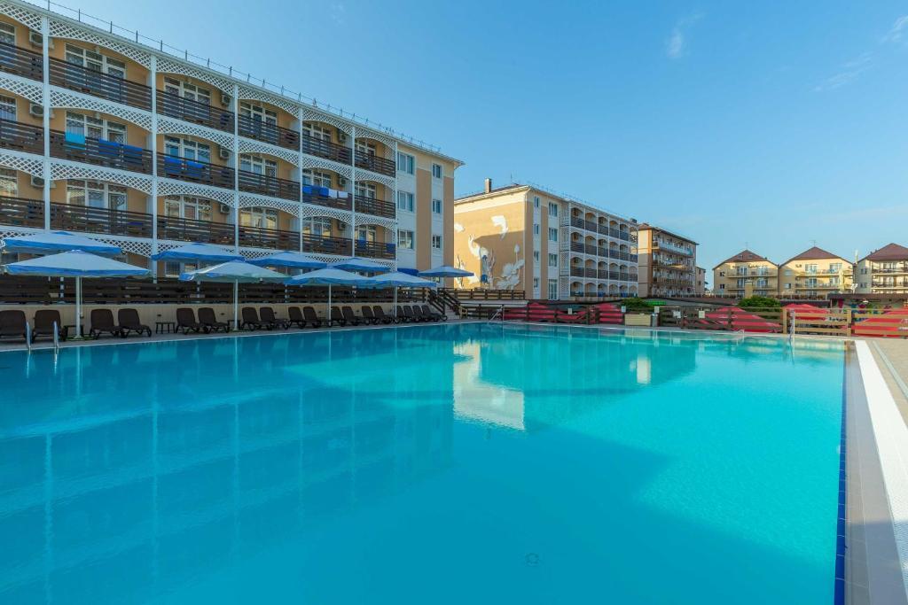 The swimming pool at or close to Hotel Grand Kruiz