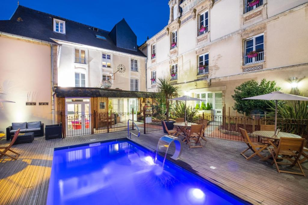 The swimming pool at or near Grand Hôtel du Luxembourg