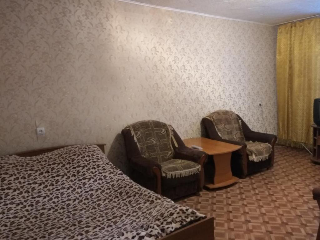 A seating area at Apartment Zyryanovsk on Frunze 53