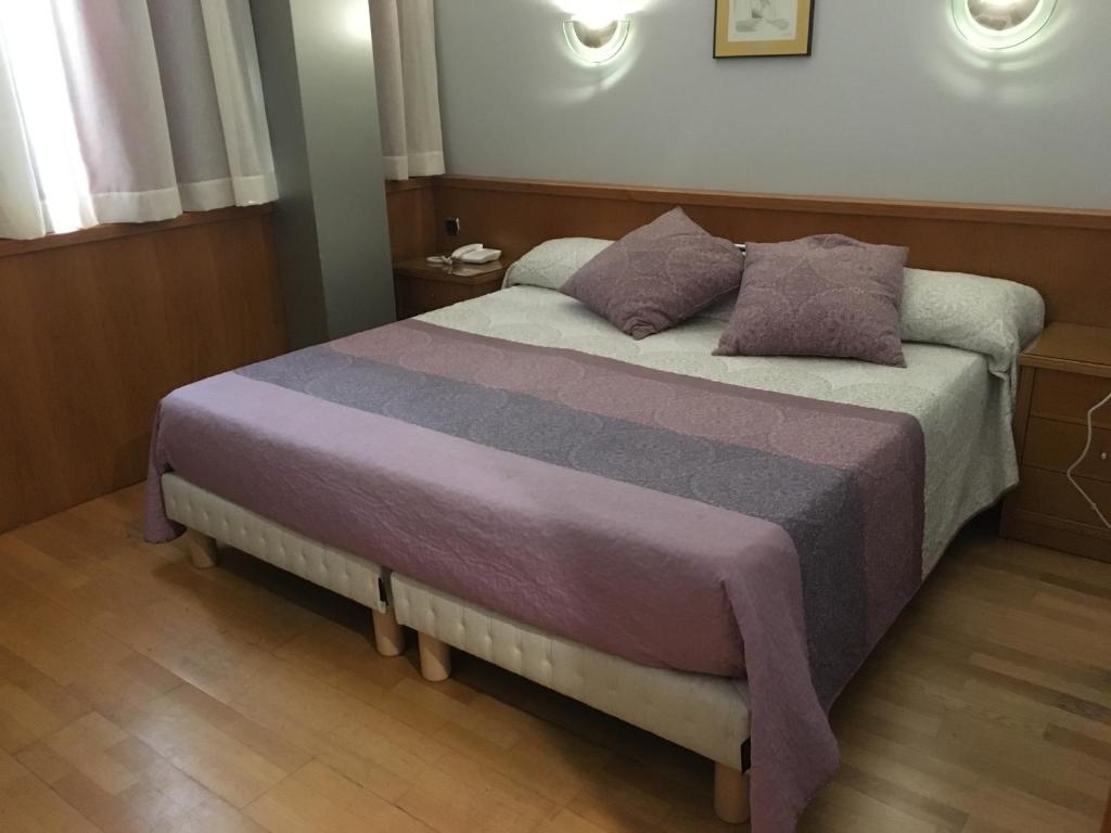 Cama o camas de una habitación en Encasa Hotel Almansa