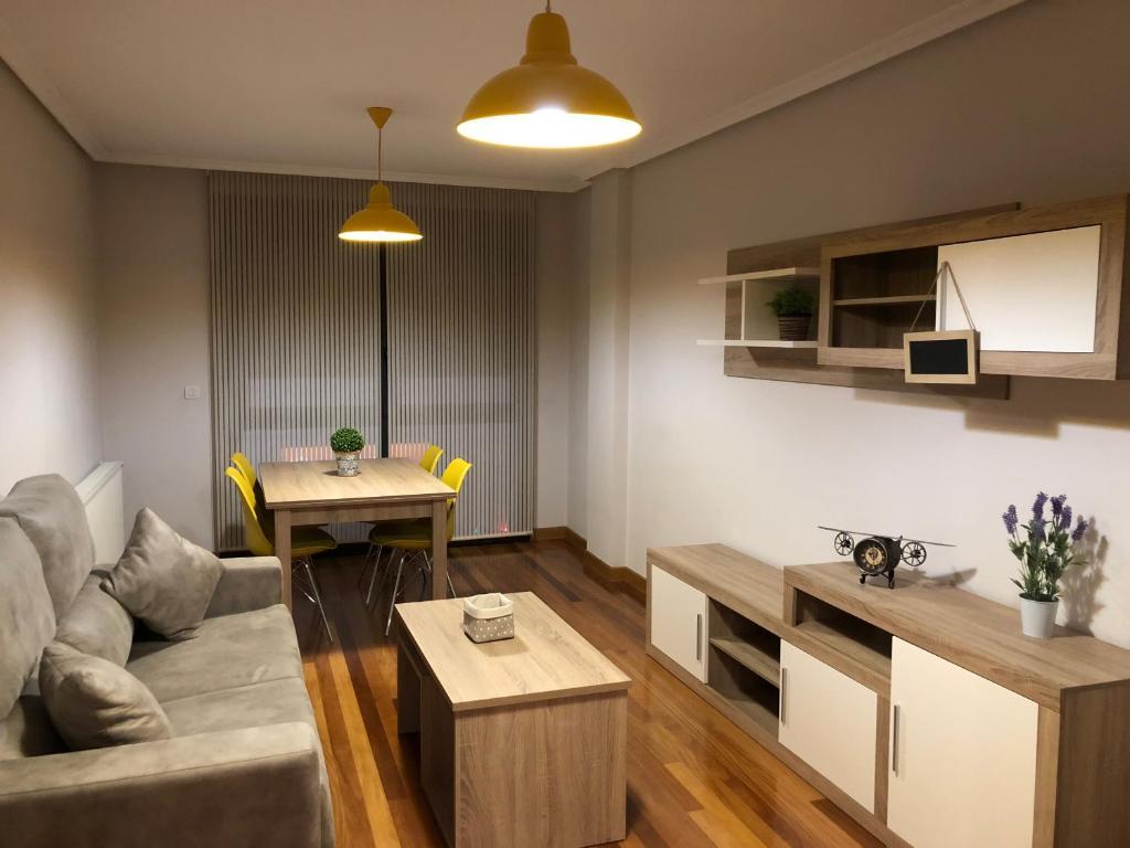 Una cocina o zona de cocina en Apartamentos San Froilan