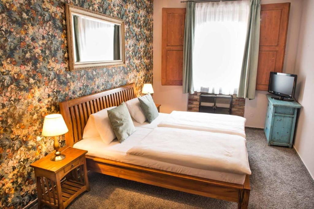 A bed or beds in a room at Pension Hattrick