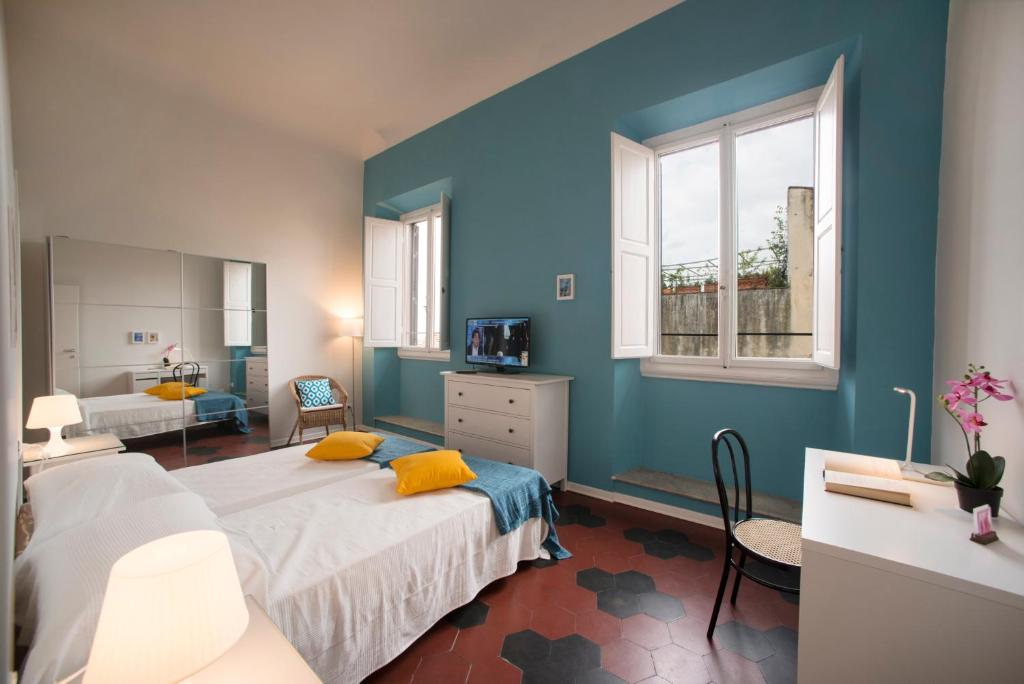 A bed or beds in a room at Florence Oasis