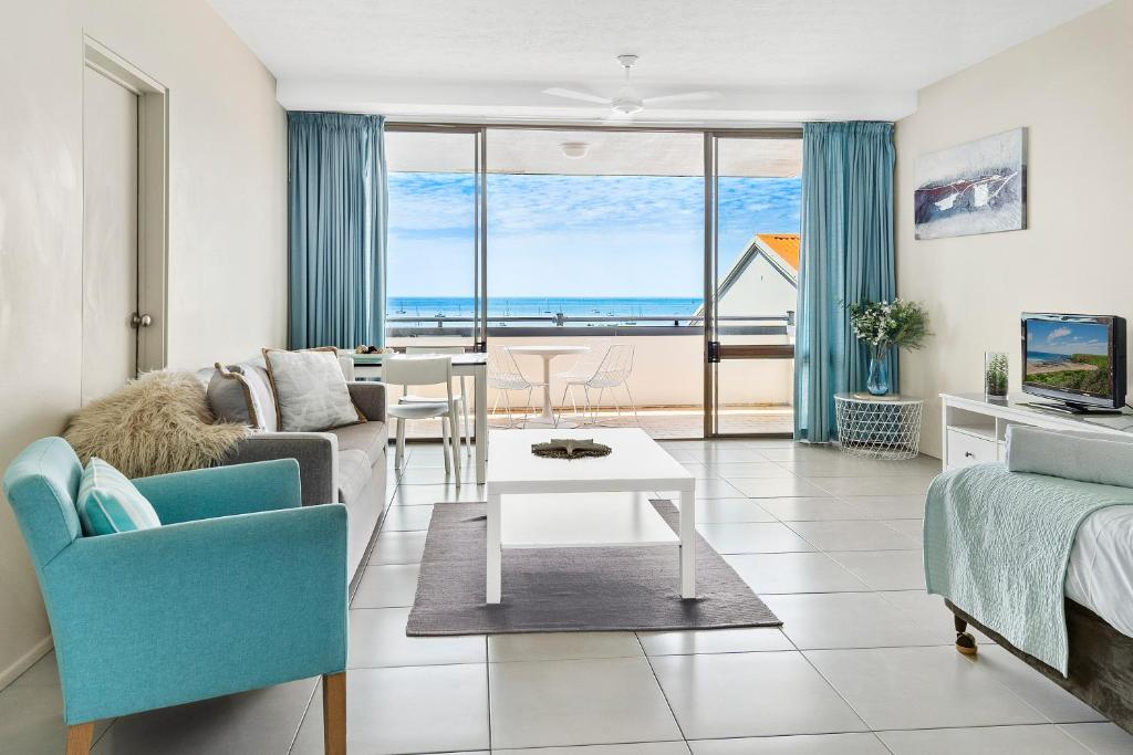 A seating area at Ocean View Apartment 9