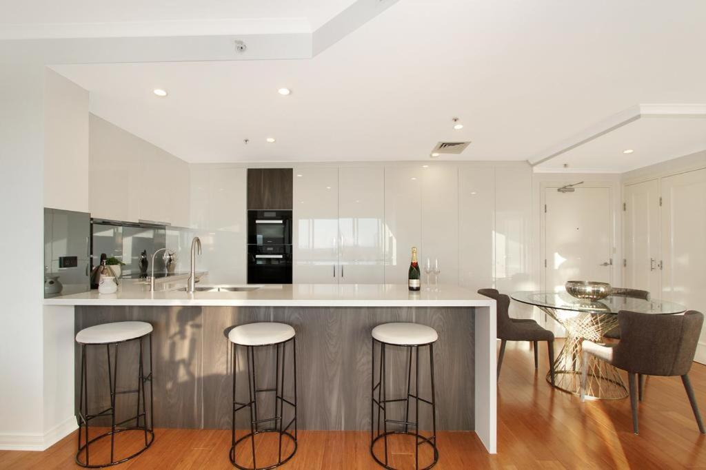 A kitchen or kitchenette at Darling Harbour Escape