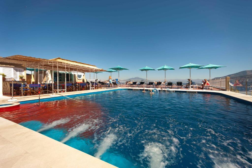 Der Swimmingpool an oder in der Nähe von Hotel Minerva