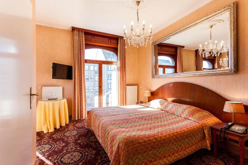 Een bed of bedden in een kamer bij Avenue Boutique Hotel