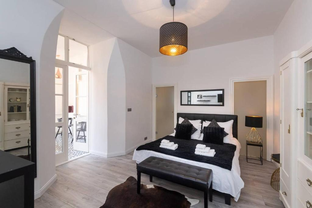 A bed or beds in a room at Wenceslas Square / Main Station - NEW STUDIO*****