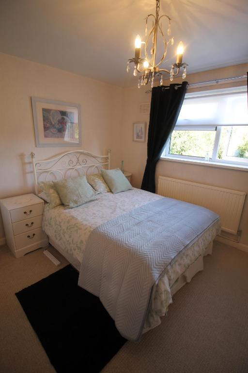 A bed or beds in a room at 8 Gartholwyg Gwaelod yr Garth