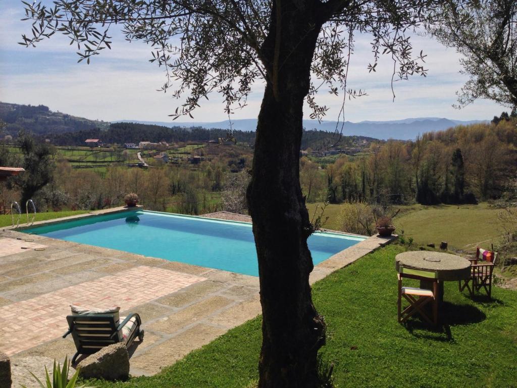 A piscina em ou perto de Quinta do Rapozinho