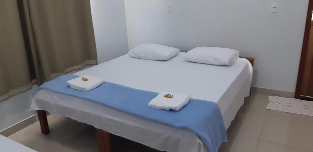 A bed or beds in a room at Pousada Bicudo