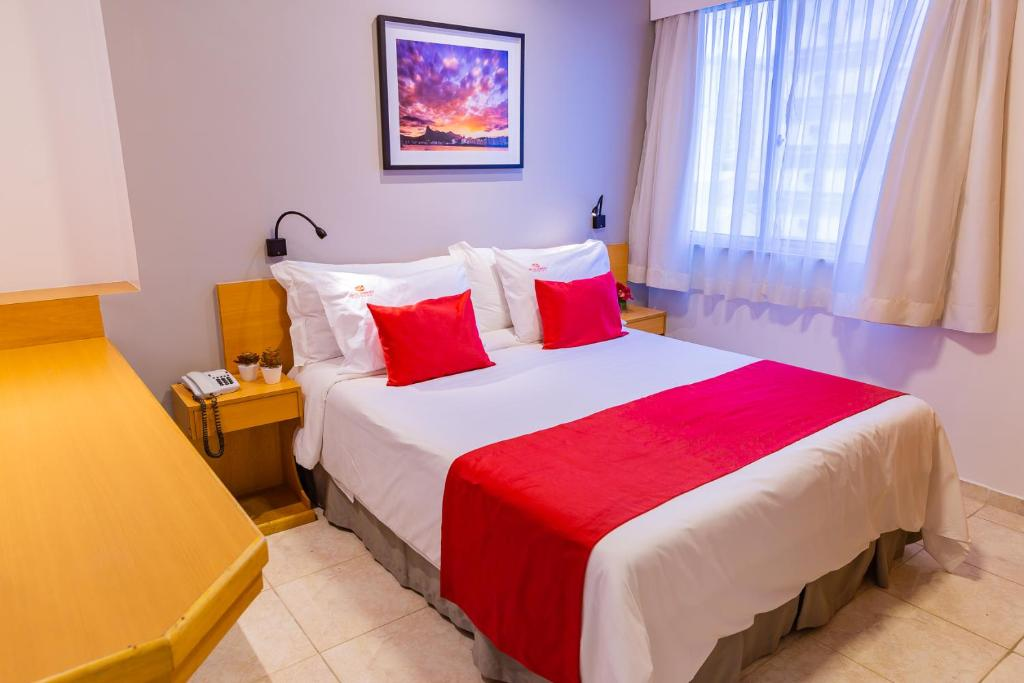 A bed or beds in a room at Hotel Vermont Ipanema