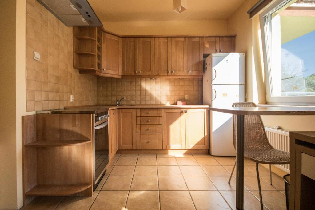 Kuchnia lub aneks kuchenny w obiekcie Metro Kabaty Studio