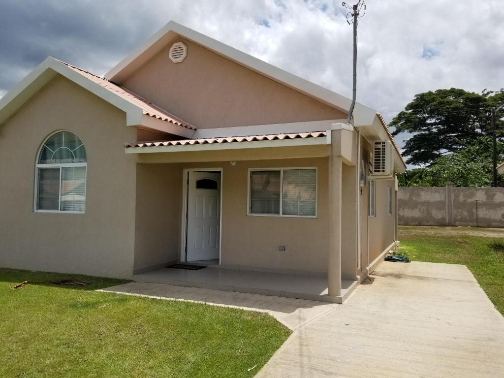Caymanas estate beautiful two bedroom suites