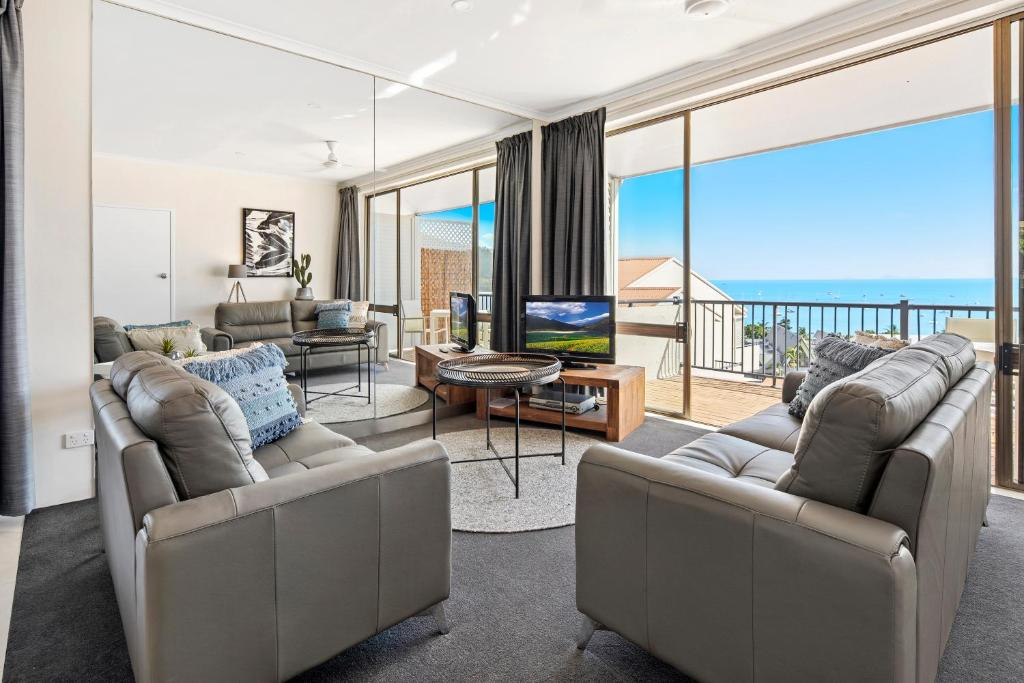 A seating area at Ocean View Apartment 27