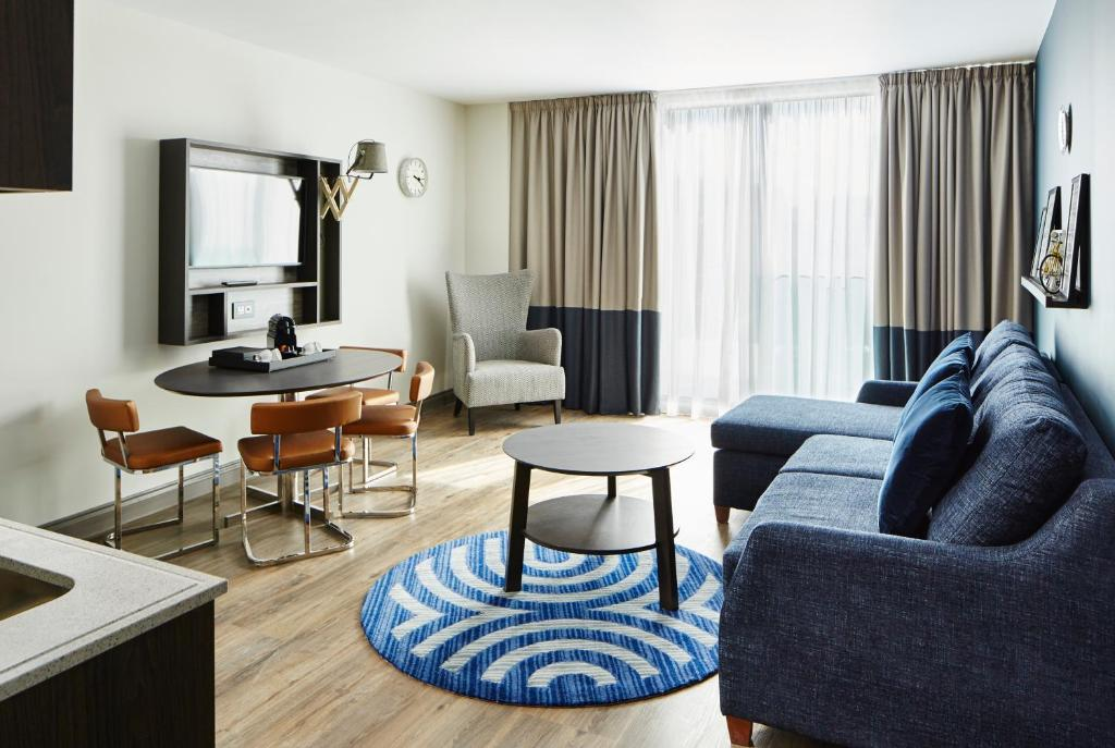 A seating area at Residence Inn by Marriott London Bridge