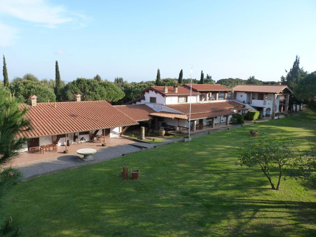 A view of the pool at Agriturismo La Rombaia or nearby