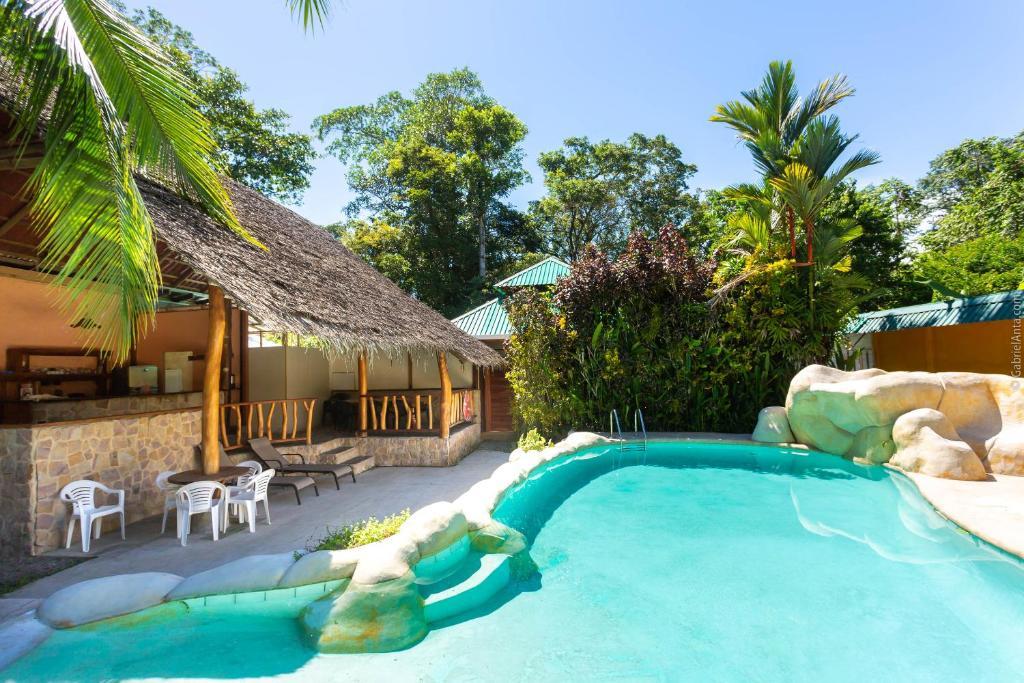 Het zwembad bij of vlak bij Bungalows Calalú