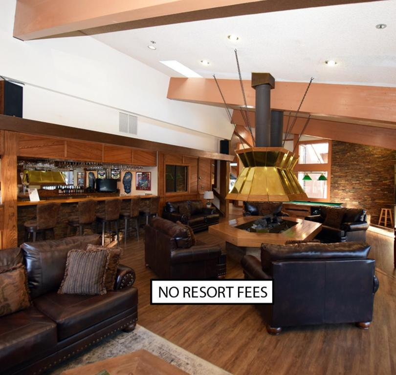 The lobby or reception area at Club Tahoe Resort