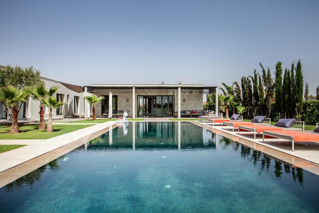 The swimming pool at or near Villa Essra