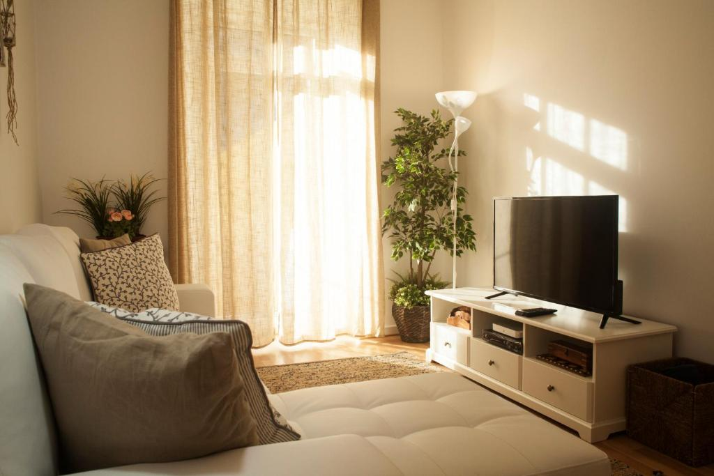 A television and/or entertainment center at The Marvila - Modern 3 Bedroom Apartment in trendy New Lisbon