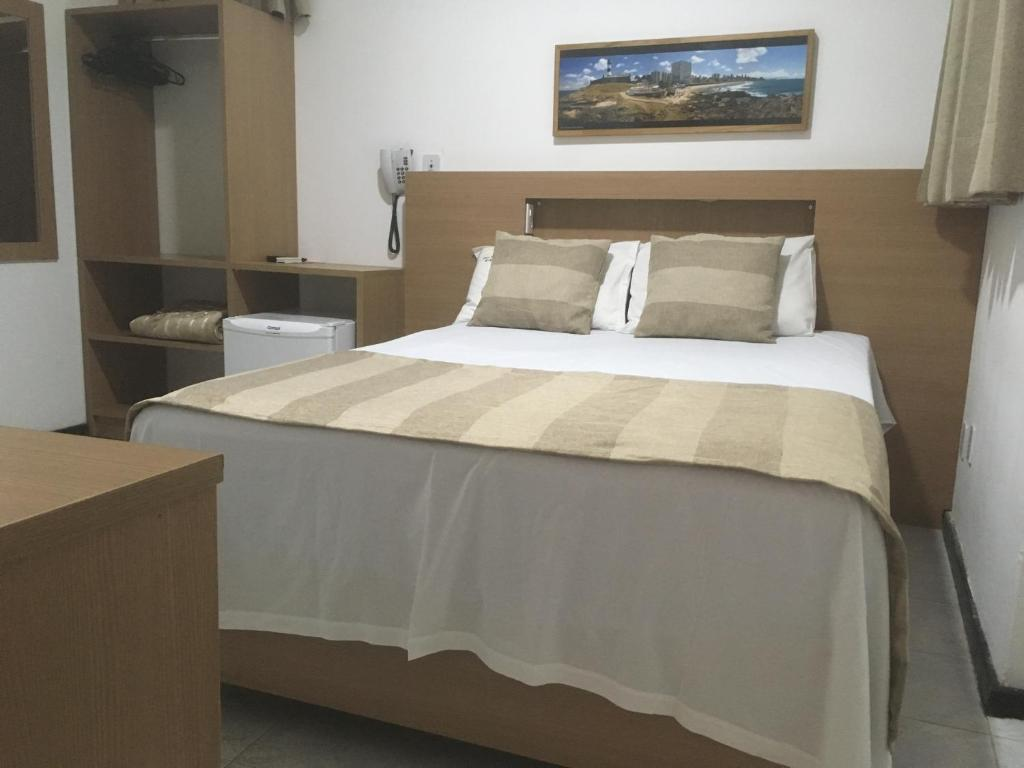 A bed or beds in a room at Hotel Dom Passos