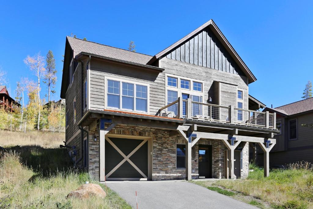 Downtown Luxury Cabin Near Resort With Hot Tub - Free Activities Daily, WiFi & Shuttle