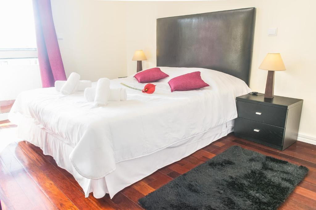 A bed or beds in a room at Arcadas Cozy Apartments - AU
